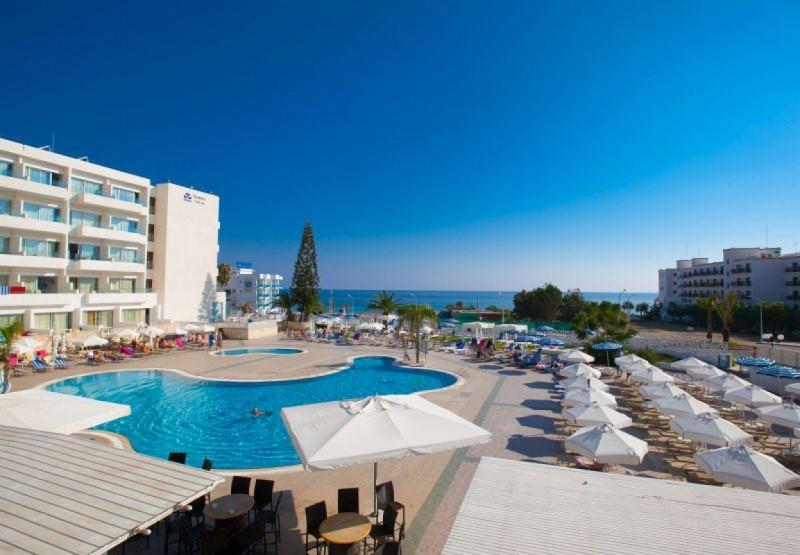 ODESSA BEACH HOTEL ****